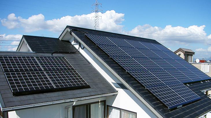 形」と「素材」で考える、屋根と太陽光発電システムの相性。その重要な ...